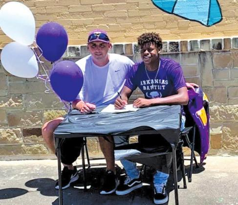 Wildcat signs with Arkansas Baptists