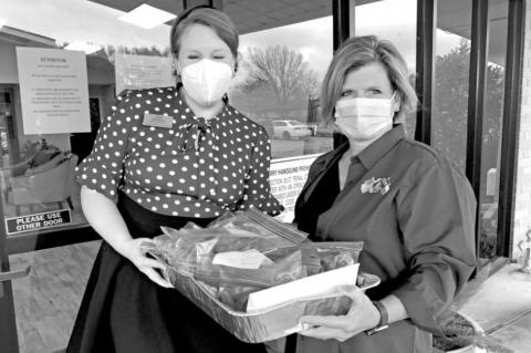 VFW Aux delivers cookies to healthcare workers