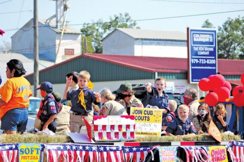 Huge turnout for County Fair parade