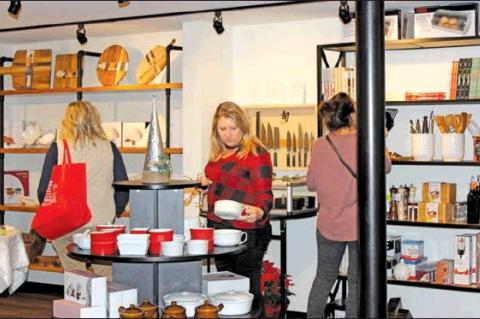 Ladies Night Out packs Columbus with shoppers
