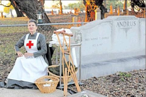 Live folks learn about dead folks on annual cemetery tour